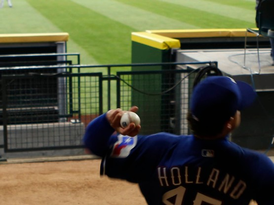 25_derek_holland_warming_up