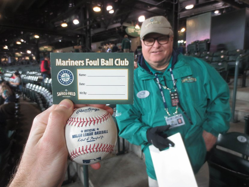 32_ball8665_franklin_gutierrez_foul_ball
