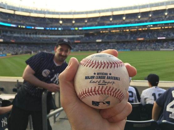10_starlin_castro_home_run_ball_photobombed_by_vendor