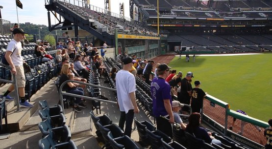 13_crowded_in_right_center_field