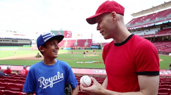16_zack_giving_ball_to_shaan