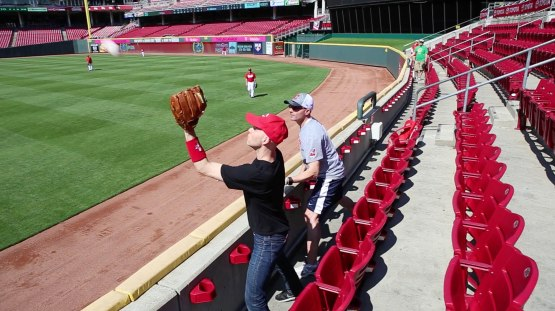 1_zack_catching_ball8862