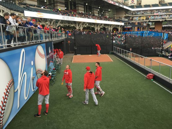 27_reds_bullpen_interacting_with_fans