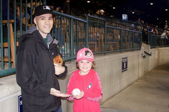 43_zack_and_little_girl_with_a_giveaway_ball