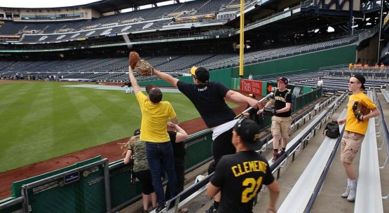 7_zack_catching_ball8875