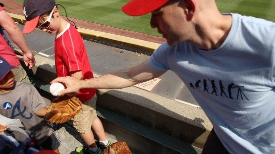 12_zack_giving_ball8920_to_a_kid