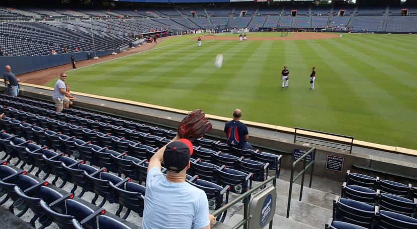 15_zack_catching_ball8923