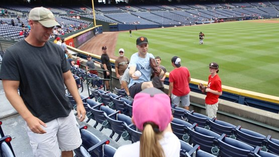 23_zack_giving_ball8927_to_a_kid