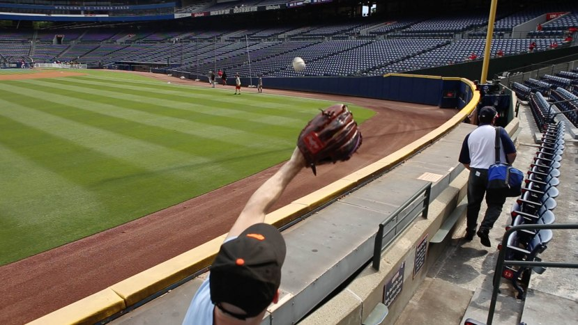 9_zack_catching_ball8919