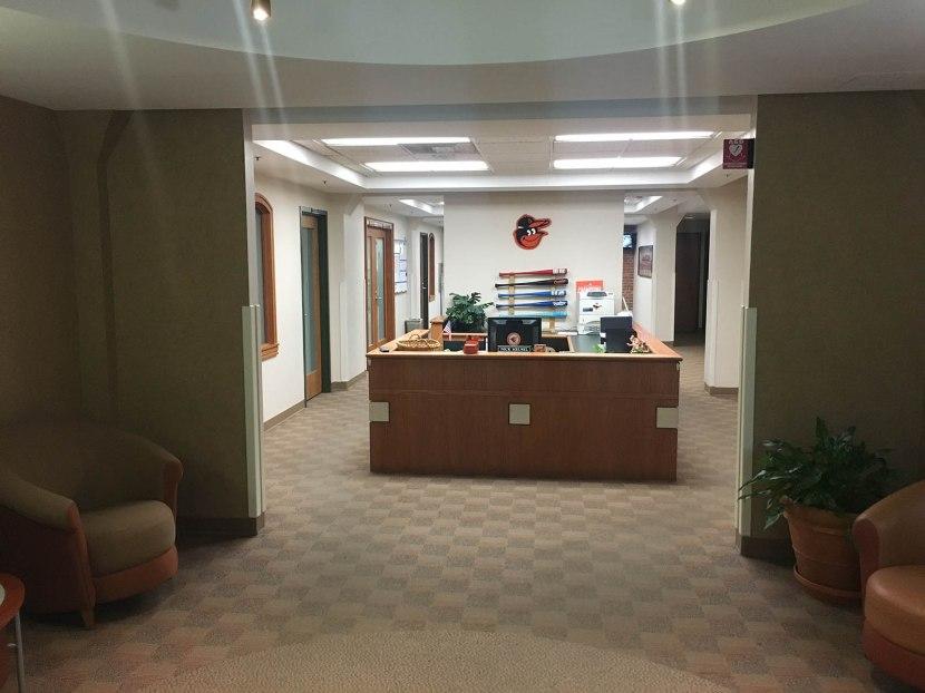 22_receptionist_area