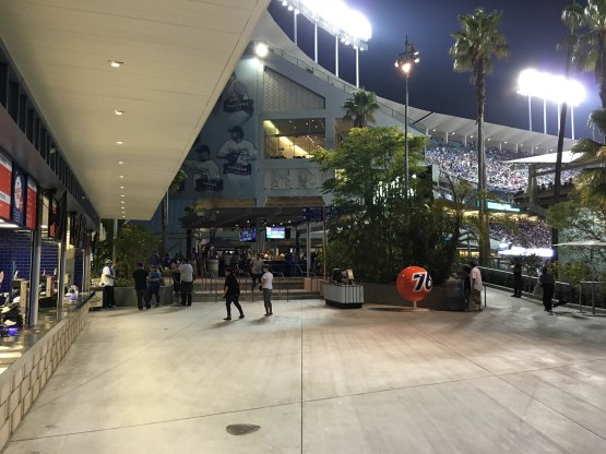 32_new_concession_area_at_dodger_stadium