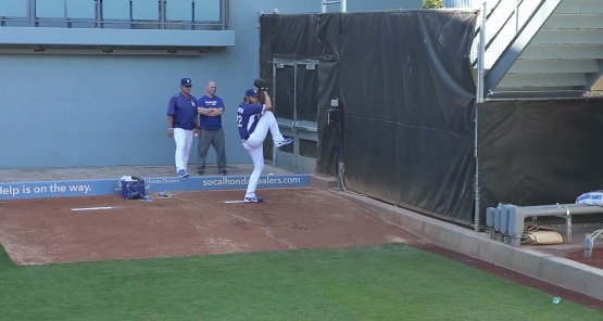 4_clayton_kershaw_bullpen_session