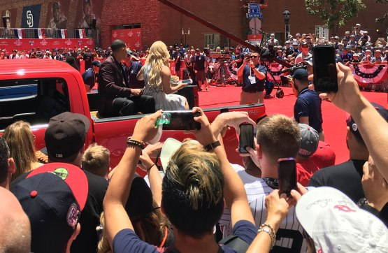 14_manny_machado_red_carpet_parade