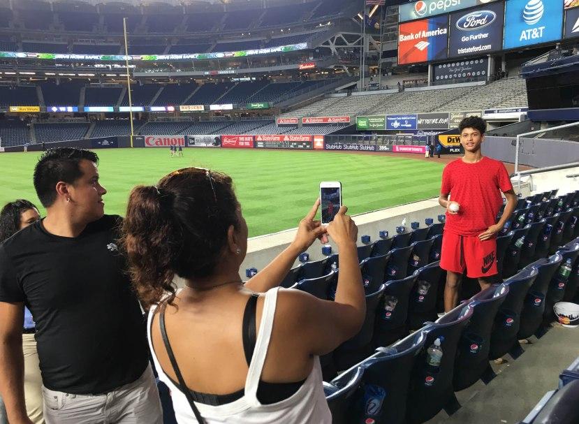 18_fan_posing_with_grand_slam_ball