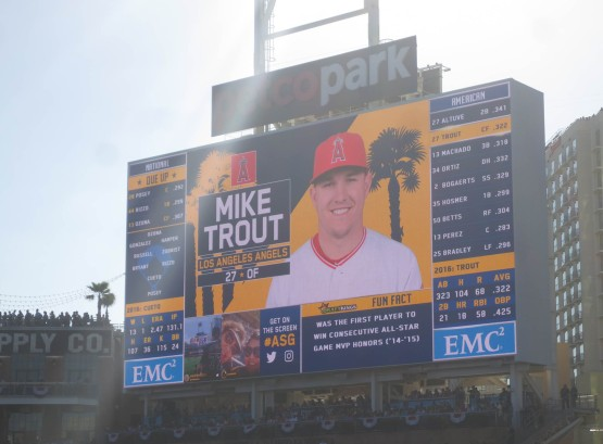 31_mike_trout_jumbotron_1st_inning_07_12_16