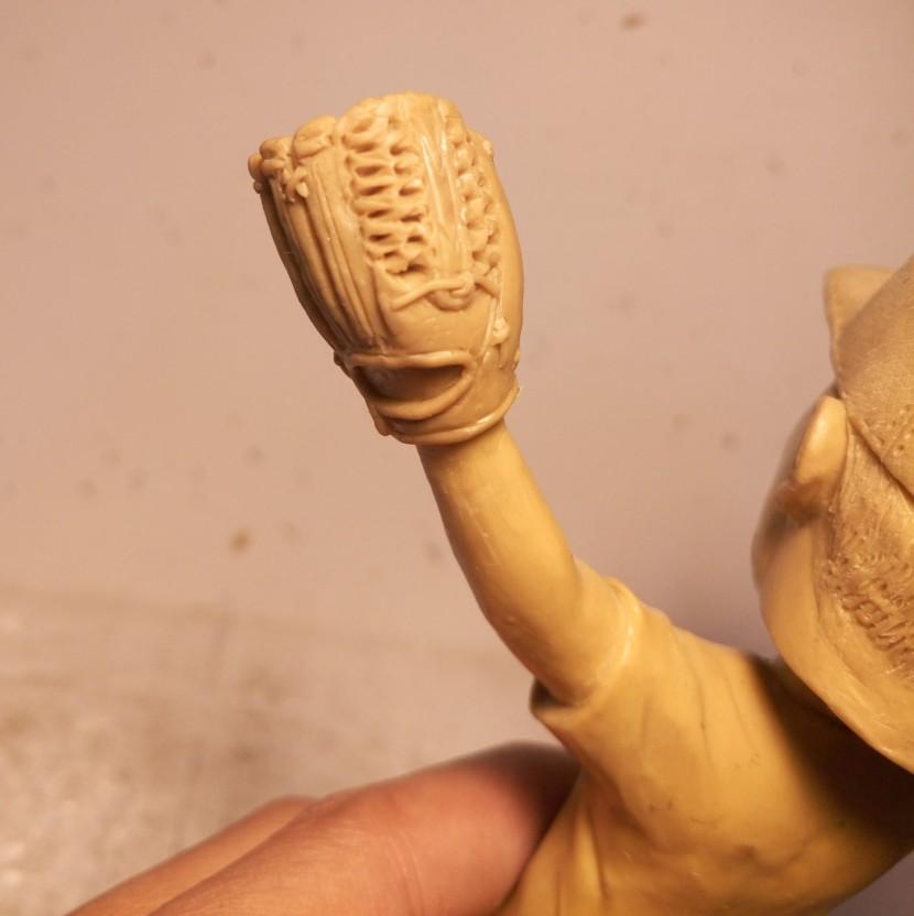 10_bobblehead_mold_glove_fixed_closeup