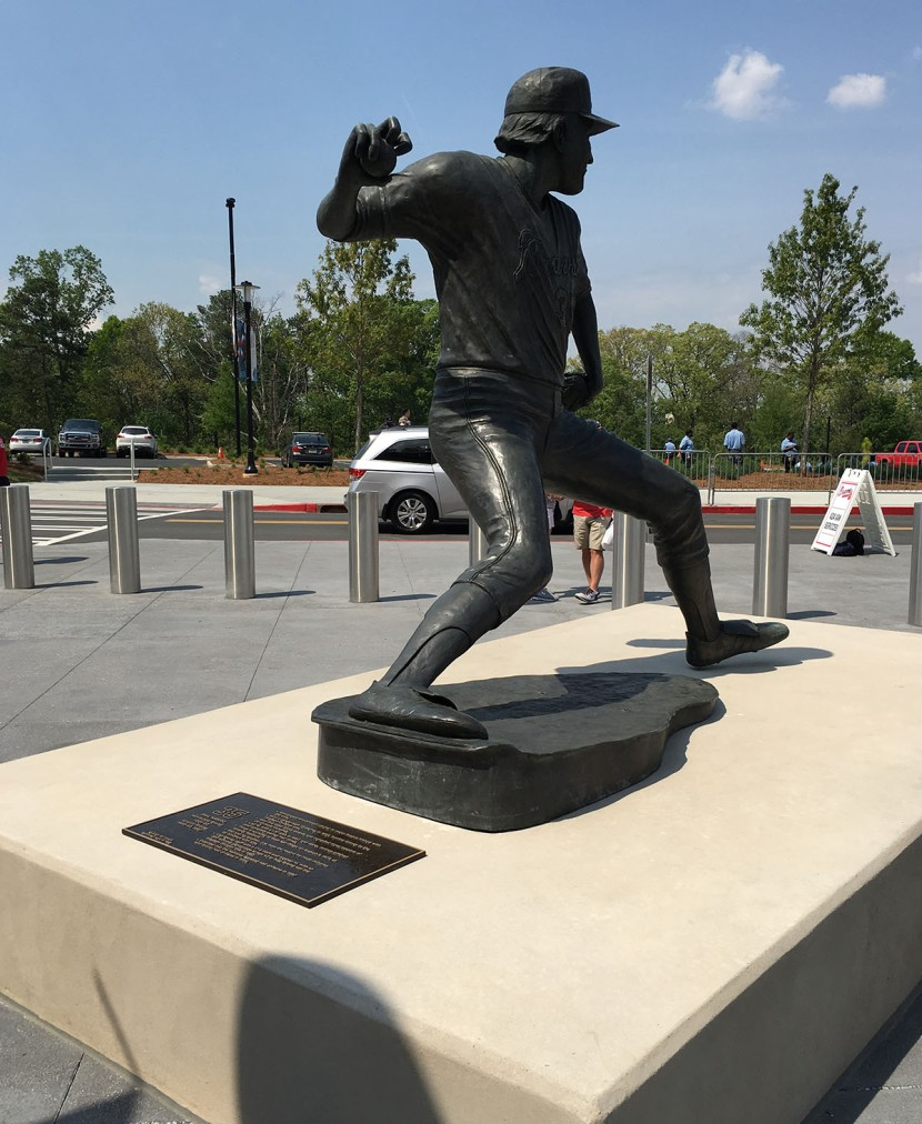 7_phil_niekro_statue_knuckleball_grip.JPG
