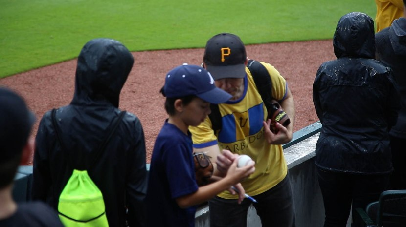 14_zack_ben_looking_at_autographs